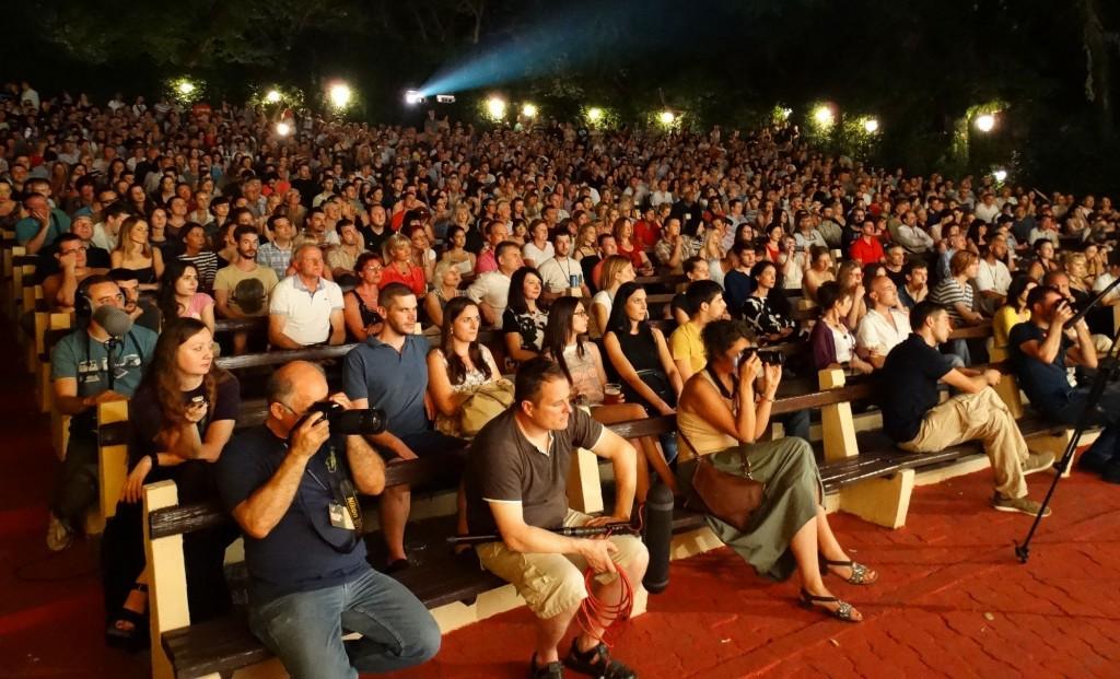 Festival je otvoren pred prepunom Letnjom pozornicom